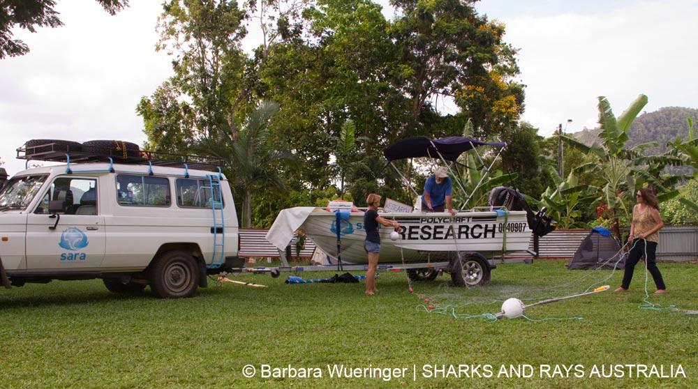 Volunteers learn our field methods